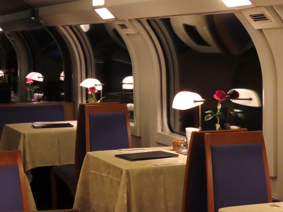 ニュース画像 3枚目:優雅なひととき 食堂車(ゆーやえきちょうさん撮影)