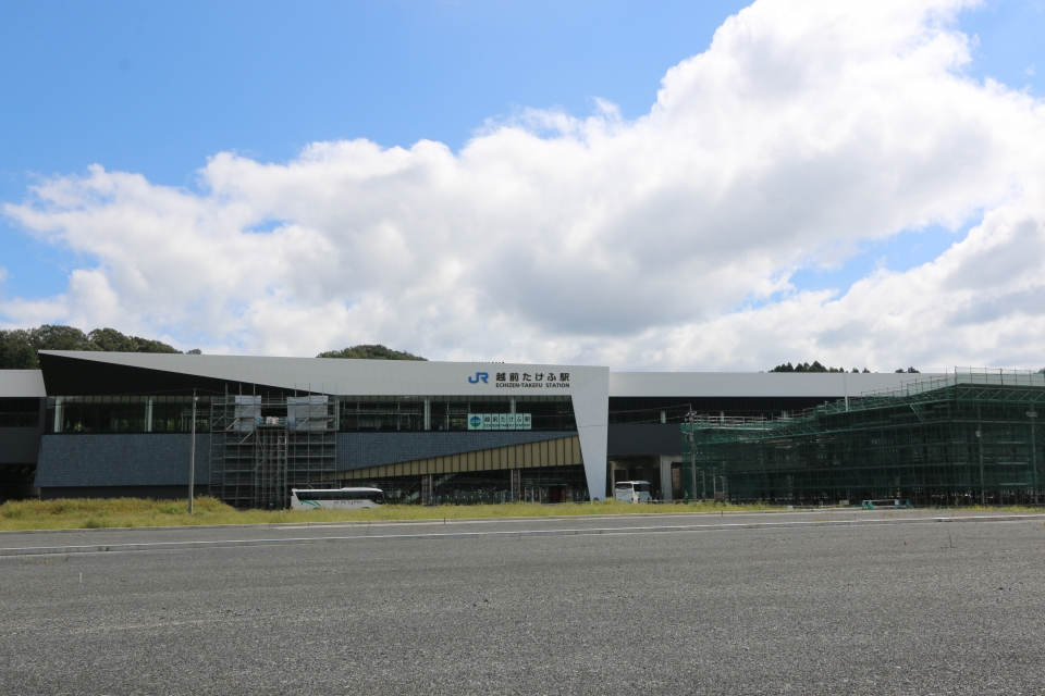 ニュース画像 1枚目:「越前たけふ駅」の全体 全長312メートル