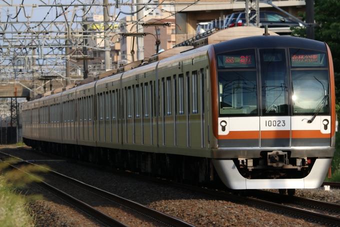 東京メトロ10000系電車 10023 柳...