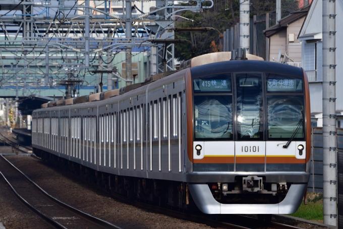 東京メトロ10000系電車 10101 東...